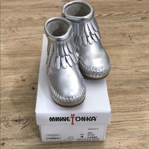 Infant silver leather Minnetonka moccasins